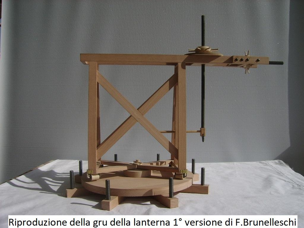 Riproduzione della Gru della lanterna prima versione di Filippo Brunelleschi